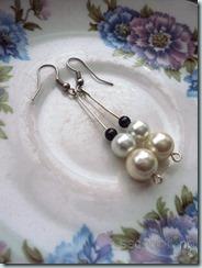 Dangle Pearl Earrings (3 balls)
